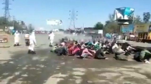 लॉकडाउन में पलायन कर बरेली पहुंचे मजदूरों पर किया गया केमिकल का छिड़काव, UP सरकार पर भड़का विपक्ष