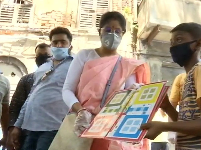 पश्चिम बंगाल: ममता की मंत्री ने लॉकडाउन को बताया 'कठिन समय', लोगों को बांटी लूडो