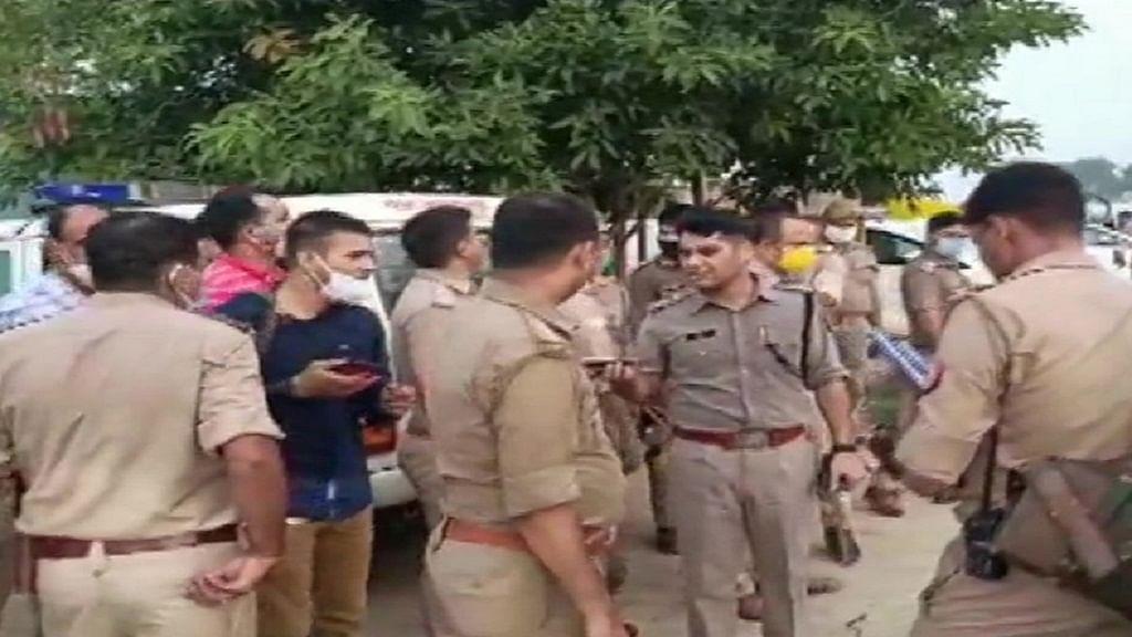कानपुर में बदमाश को पकड़ने गई पुलिस टीम पर फायरिंग, DSP समेत आठ शहीद