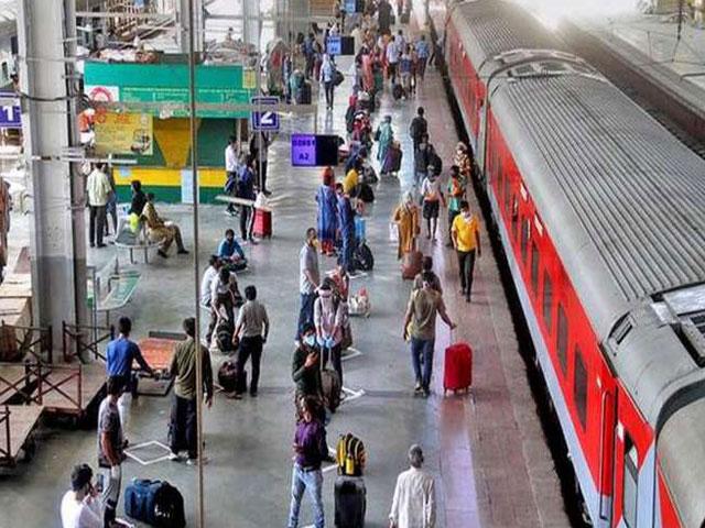 Railway के टिकटिंग सिस्टम में होगा बड़ा बदलाव, यात्रियों के लिए जल्द जारी होंगे QR Code वाले टिकट