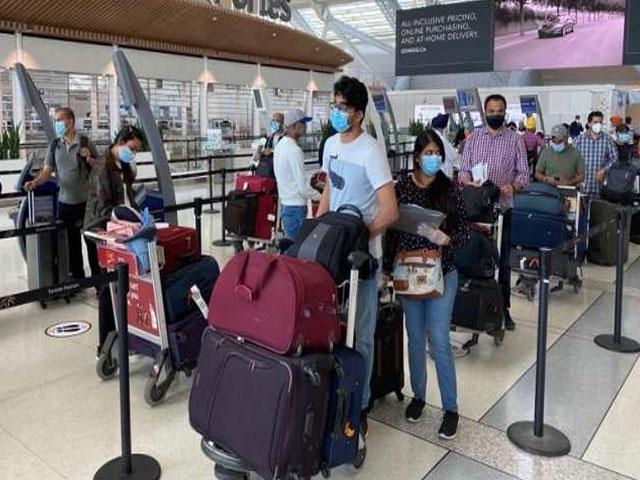 विदेशों से आ रहे यात्रियों के लिए स्वास्थ्य मंत्रालय ने जारी की नई गाइडलाइंस, किए ये बड़े बदलाव