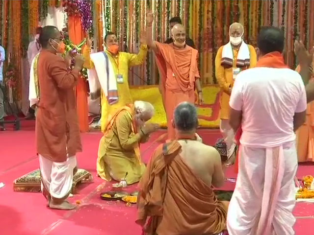 Ram Mandir Bhumi Pujan Live Updates: अयोध्या में PM नरेंद्र मोदी ने रखी राम मंदिर की आधारशिला