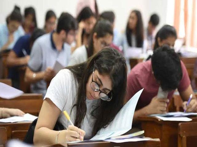 शिक्षा मंत्रालय ने Final Year Exam लेने का दिया स्पष्ट निर्देश,छात्रों की सुरक्षा को लेकर कही ये बात