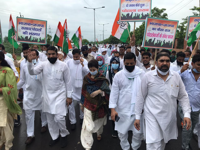 कुमारी शैलजा पहुंची नूह, भाजपा- जजपा सरकार के खिलाफ किया विरोध प्रदर्शन