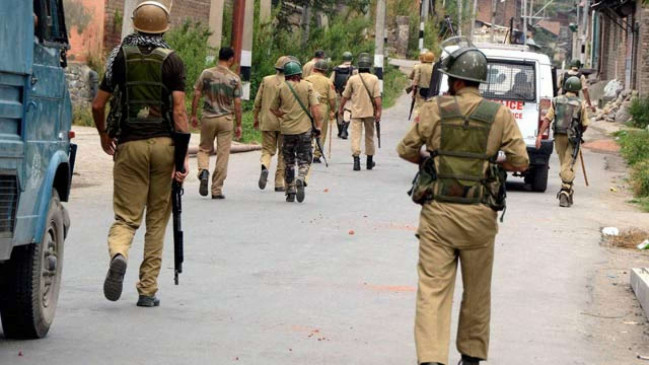 जम्मू-कश्मीर: नौगाम में पुलिस टीम पर आतंकी हमला, दो पुलिसकर्मी शहीद, एक घायल