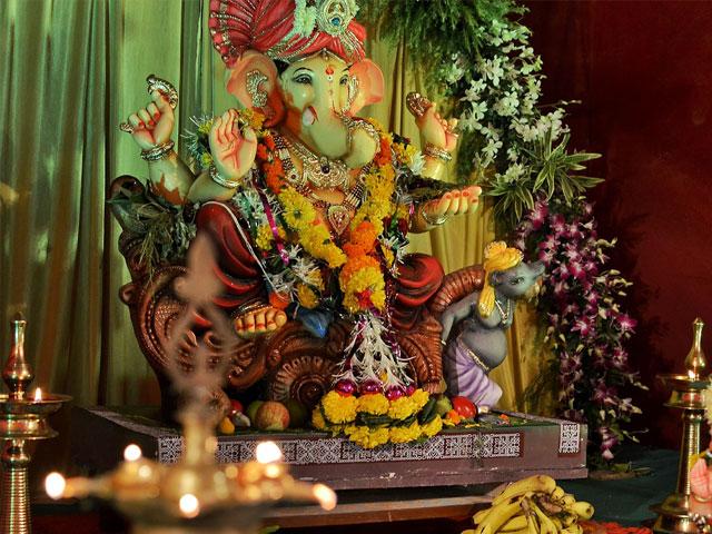 आज घर-घर विराजेंगे विघ्नहर्ता भगवान गणेश, जानें मूर्ति स्थापना का शुभ मुहूर्त और पूजा विधि