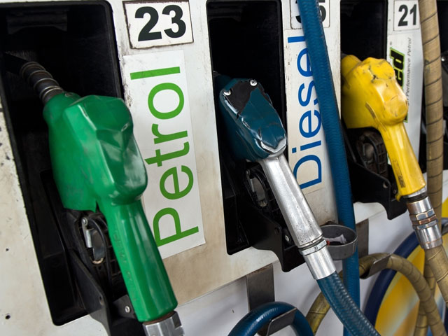 पेट्रोल और डीजल की कीमतों में लगातार दूसरे दिन हुई कटौती, जानें आज का रेट