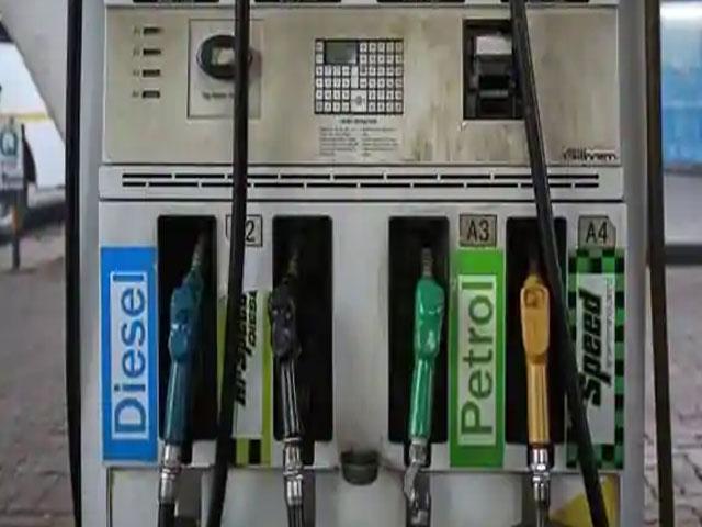 आज फिर डीजल के दाम में हुई कटौती, पेट्रोल के भाव में नहीं हुआ कोई बदलाव