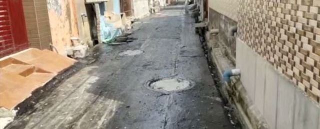 बहादुरगढ़: सड़क के नाम पर हो रहा है बड़ा गोलमाल, ठेकेदार ने अपनी मर्जी से गलियों में बिछाई मैस्टिक