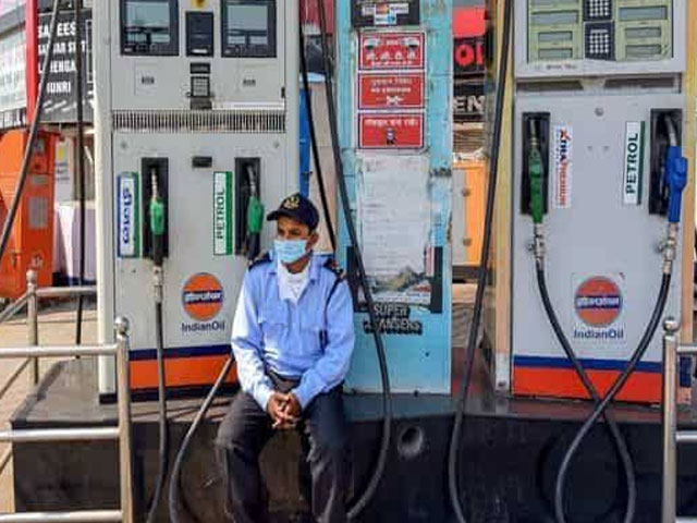 पेट्रोल-डीजल की कीमत में लगातार 15वें दिन नहीं हुआ कोई फेरबदल, जानें क्या है दाम