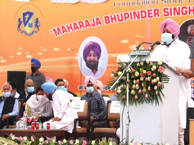 दशहरा का तोहफा: CM अमरिंदर सिंह ने खेल विश्वविद्यालय, बस अड्डा और अन्य परियोजनाओं का किया शिलान्यास