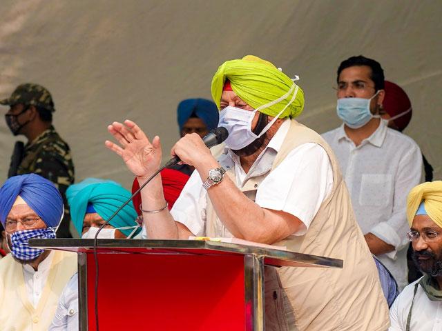 पंजाब के CM अमरिंदर सिंह ने जंतर मंतर पर दिया धरना, बोले- हम दिल्ली की शांति भंग करने नहीं बल्कि...