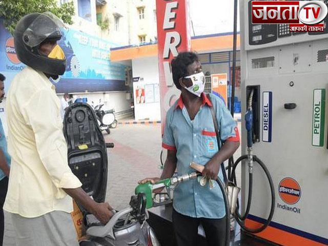 पांच दिन की तेजी के बाद आज पेट्रोल और डीजल के दाम रहे स्थिर