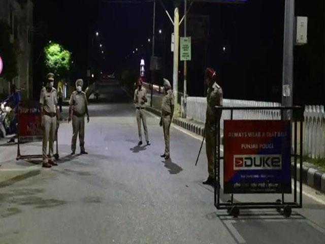 पंजाब में 1 दिसंबर से लागू होगा नाइट कर्फ्यू, सभी होटल और मैरेज हॉल रात साढ़े 9 बजे हो जाएंगे बंद