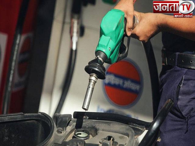 आज तीसरे दिन भी बढ़े पेट्रोल-डीजल के दाम, जानिए आपके राज्य में क्या है रेट
