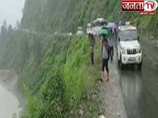 हिमाचल प्रदेश में बारिश का कहर, किसानों को भारी नुकसान, सिरमौर में फटा बादल
