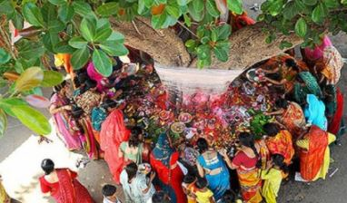 Vat Savitri Vrat 2021: वट सावित्री व्रत के दिन महिलाएं करें ये काम, जानें क्या है पूजा का सही तरीका