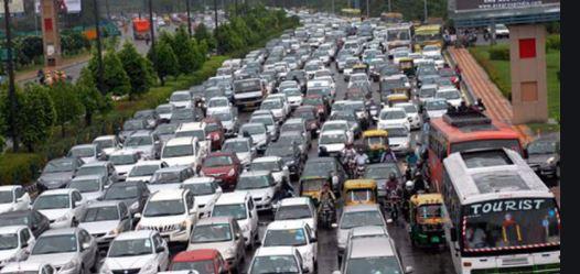 Delhi: अब सड़कों पर तय रफ्तार से ही दौड़ सकेंगे वाहन, जारी हुई नई गाइडलाइंस