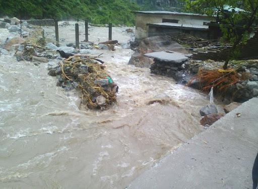 Himachal Pradesh: कुल्लू जिले की बुछैर पंचायत में फटा बादल, मौसम विभाग ने जारी किया अलर्ट
