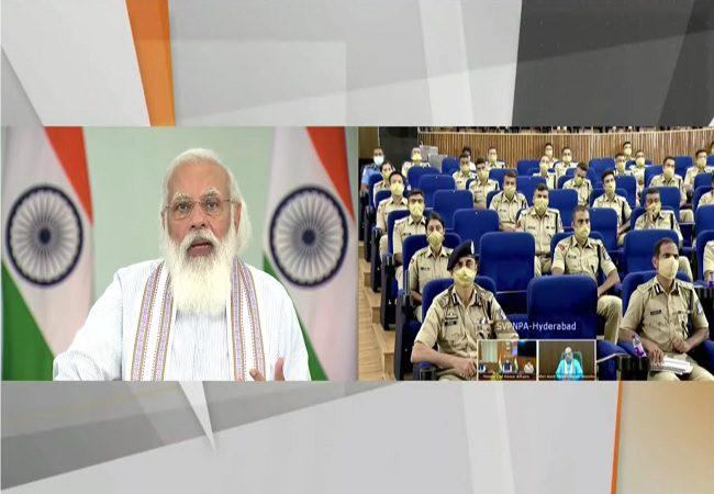 PM मोदी IPS प्रोबेशनर्स के साथ बातचीत में बोले- अपराध से निपटने के लिए प्रयोग जरूरी