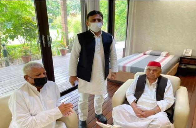 UP Assembly Elections: लालू यादव ने मुलायम सिंह व उनके बेटे से की मुलाकात, मची सियासी हलचल