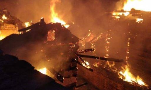 Himachal Pradesh:  घर में अचानक लगी भीषण आग, तीन बच्चों समेत चार लोग जिंदा जले?h=220&mode=max