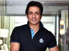 Income Tax Department Raid on Actor Sonu Sood Office: सोनू सूद के दफ्तर पहुंचा आयकर विभाग