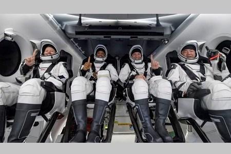 अंतरिक्ष की सैर कर आम नागरिक धरती पर वापस लौटे, स्पेसएक्स का ड्रैगन कैप्सूल समुद्र में उतरा