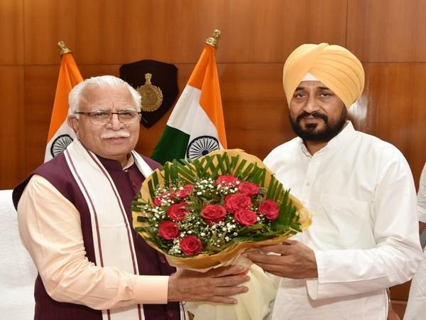 पंजाब के नए CM Charanjit Singh Channi ने हरियाणा के मुख्यमंत्री से की मुलाकात
