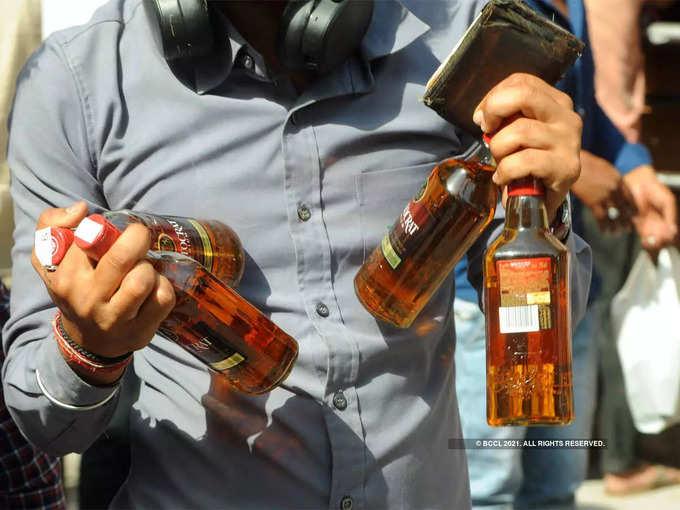 UP में अब घर में शराब की इतनी ही बोतलें रख सकेंगे, आया नया आदेश