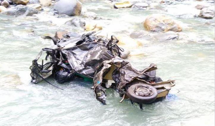 दर्दनाक हादसा: भावा नदी में गिरी कार, बाप-बेटी की मौके पर मौत
