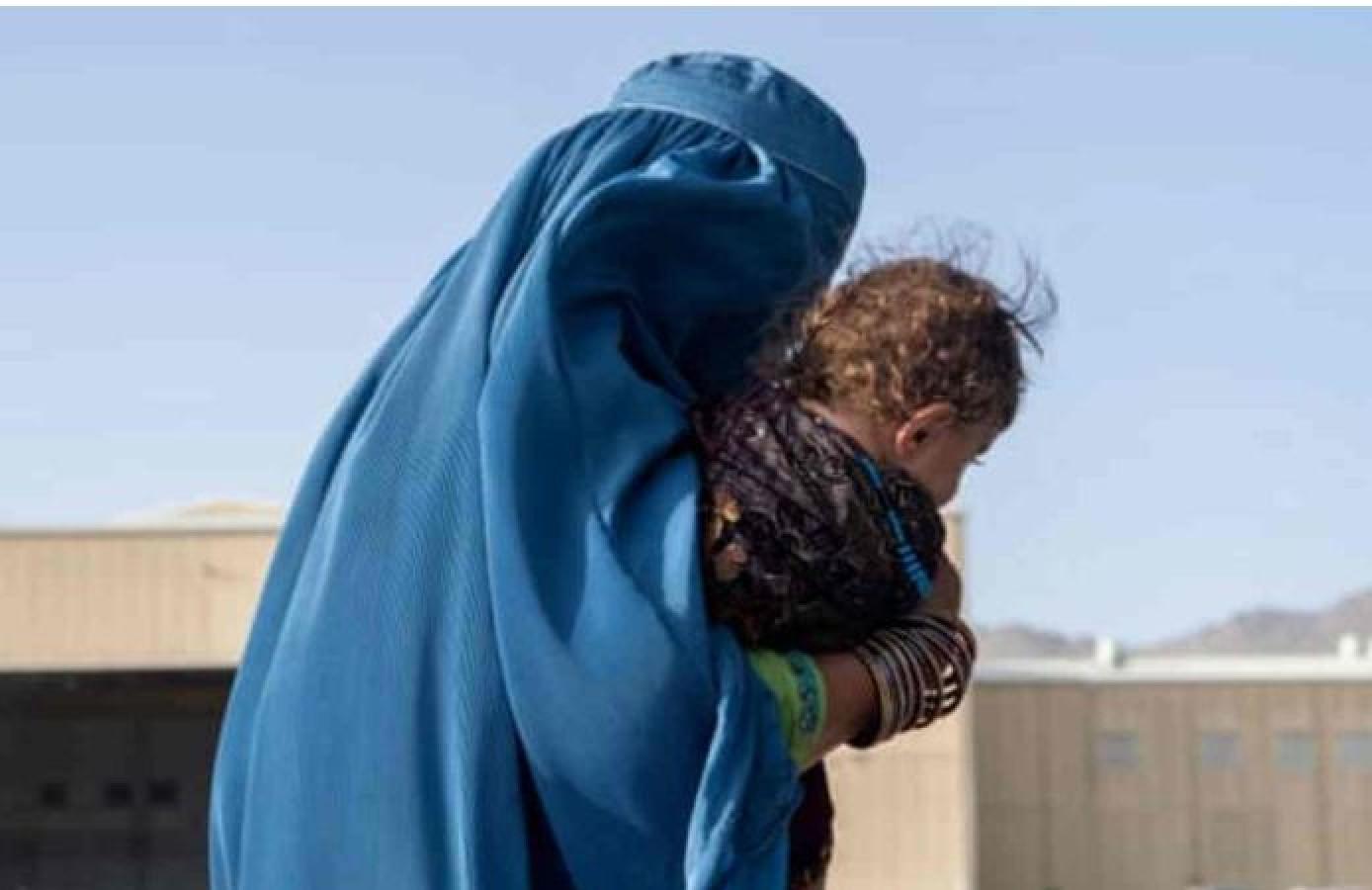 Taliban regime: बेटी की जान बचाने के लिए अफगानी महिला ने अपने नवजात को बेचा
