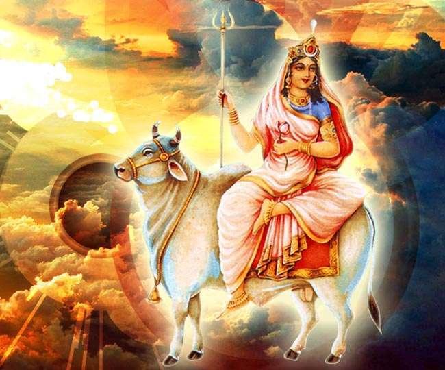 नवरात्रि के पहले दिन इस विधि से करें देवी शैलपुत्री की पूजा, ये हैं शुभ मुहूर्त, मंत्र और उपाय