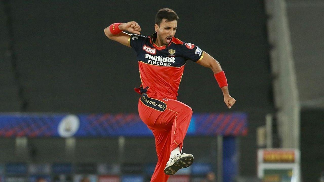 IPL 2021: RCB के Harshal Patel ने बनाया बड़ा रिकॉर्ड, लिये 15 मैचों में 32 विकेट