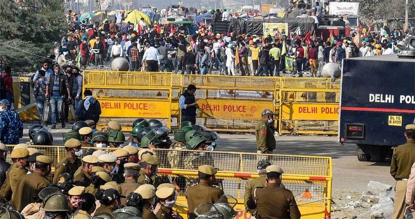 Singhu Border: बैरिकेड पर  हाथ काटा लटका मिला शव, आंदोलनकारियों में मचा हड़कंप