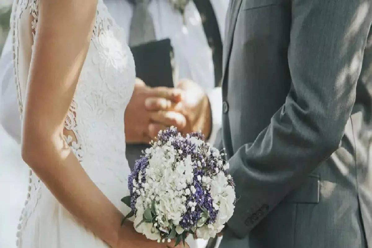 बॉयफ्रेंड से नाराज गर्लफ्रेंड ने उसके पिता से की शादी, जानिए हैरान कर देने वाली कहानी