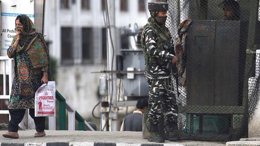 Jammu Kashmir: सर्च ऑपरेशन के दौरान आतंकवादियों ने दो गैर कश्मीरियों को मारी गोली, मौके पर हुई मौत