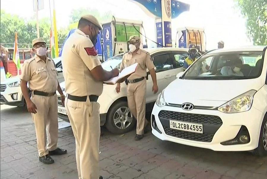 Delhi: PUC न होने पर इतने हजार का जुर्माना, पेट्रोल पंप पर ट्रैफिक पुलिस ने शुरू किया अभियान