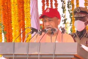 Lucknow: पुलिस स्मृति दिवस पर पुलिस लाइन पहुंचे सीएम योगी, पुलिसकर्मियों के लिए किए कई ऐलान