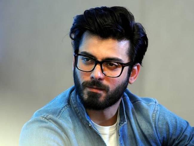 MNS की धमकी के बाद इन पाकिस्तानी कलाकारों को छोड़ना पड़ सकता है भारत...