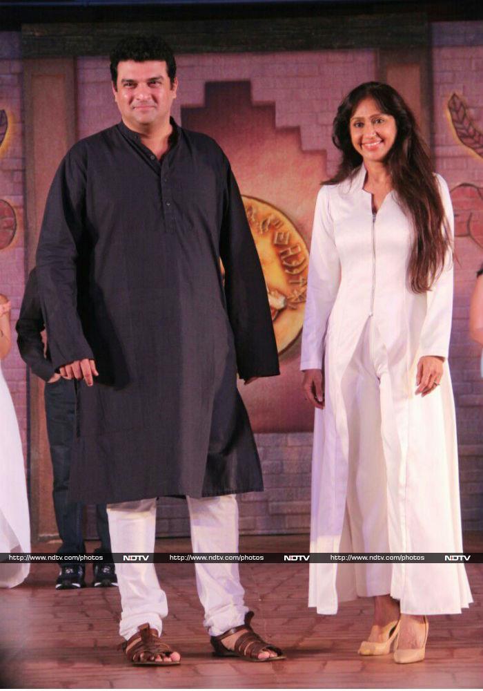सह-निर्माता सिद्धार्थ रॉय कपूर और सुनीता गोवारीकर भी प्रमोशन के दौरान नजर आए। फोटो: संतोष नागवेकर