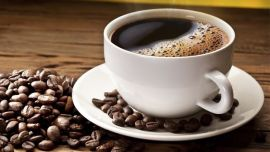 कॉफी- खाली पेट कॉफी पीने से आपको एसिडिटी हो सकती है