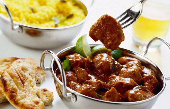 मसालेदार खाना- इससे पूरे दिन पेट में एसिडिटी बनती है और यह अल्सर की वजह भी बन सकता है.