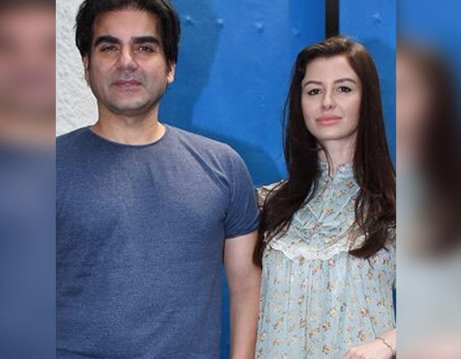 अरबाज खान अपनी गर्लफ्रेंड जॉर्जिया के साथ पहुंचे