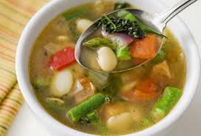सब्जियों के सूप का सेवन करने से भी लू से बचा जा सकता है।