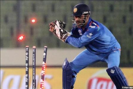 धोनी 90 टेस्ट, 348 वनडे और 98 टी20 इंटरनैशनल मैचों में भारत के लिए खेल चुके हैं