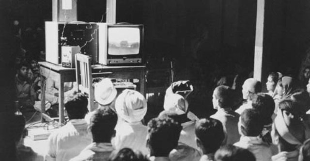 ।5 अगस्त 1982 को इंदिरा गांधी के भाषण के साथ भारत में टीवी पर रंगीन प्रसारण की शुरूआत हुई।