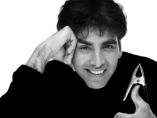 नौ सितंबर 1967 को अमृतसर में जन्मे अक्षय कुमार का वास्तविक नाम राजीव हरीओम भाटिया है।