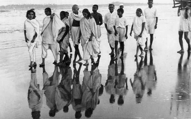 महात्मा गांधी के माता-पिता कट्टर हिंदू थे।