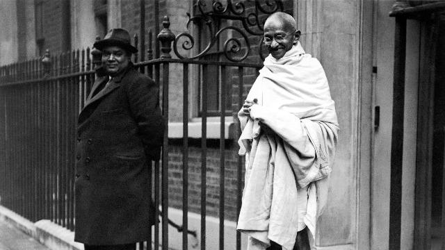 मोहनदास का विवाह मात्र 13 वर्ष की आयु में कस्तूरबा गांधी से हुआ था।